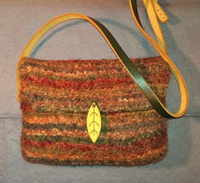 Brun filtet taske
